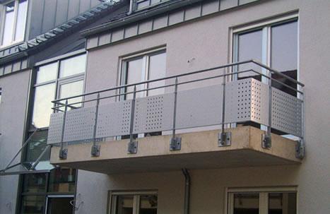 Balkonanlagen und Geländer